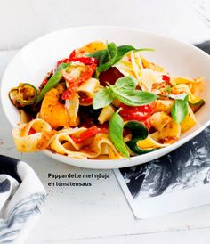 pappardelle met nduja & tomatensaus   delicious. magazine Good Mood, Thai Red Curry, Risotto, Pizza, Delicious Magazine, Ethnic Recipes, Yummy Food, Entrance Halls, Salad