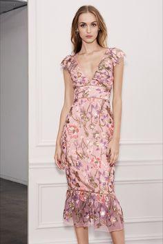 Marchesa Notte Spring 2018 Ready-to-Wear Fashion Show Collection Runway Fashion, Fashion Models, Fashion Trends, Milan Fashion, Pretty Dresses, Beautiful Dresses, Dress Outfits, Dress Up, Modelos Fashion