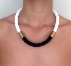 Collier Urban Blanc Noir  collier pour par VChristinaCollection