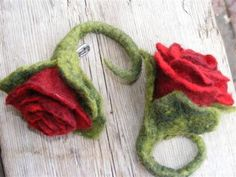 vilt corsages rood.groot € 8,50