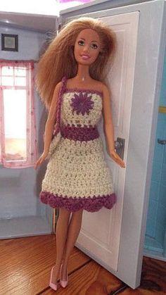 pattern on website Crochet Barbie Patterns, Crochet Barbie Clothes, Crochet Dolls, Doll Clothes, Barbie Gowns, Barbie Dress, I Dress, Crochet Costumes, Cooler Look