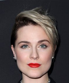 Evan Rachel Wood Short Straight Alternative Pixie Hairstyle with Side Swept Bangs - Dark Brunette and Light Blonde Two-Tone Hair Color, Short Straight Hair, Short Hair Cuts, Short Hair Styles, Evan Rachel Wood, Rachel Evans, Best Red Lipstick, Brunette Hair, Dark Brunette, Her Cut