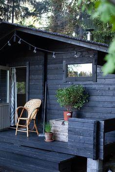 Wooden Summer House, Wooden House, Log Cabin Exterior, House Paint Exterior, Cabana, Scandinavian Cabin, Sauna Design, Outdoor Sauna, Weekend House