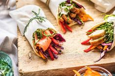 Mit diesen Picknick Ideen wirst Du zum Picknick Profi!   HelloFresh Blog Romantic Picnic Food, Picnic Box, Picnic Ideas, Food Porn, The Fresh, Bento, Food Inspiration, Lunch Box, Food And Drink
