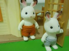 Free pattern Ravelry: Sylvanian Families Swimming Trunks pattern by Dez Alyxander