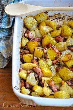 cartofi la cuptor cu bacon și ceapă Laura Lee, Romanian Food, Romanian Recipes, Food Wishes, Tasty, Yummy Food, Food Platters, Yummy Appetizers, Soul Food