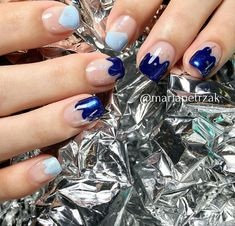 inst: @mariapetrzak shinenails negativenails summernails
