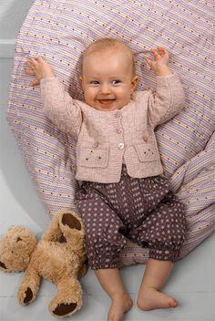 Strik en skøn rosa babytrøje i tern - Hendes Verden