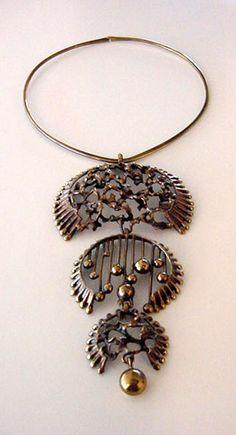Kalevala Koru 1960s Candy Jewelry, Metal Jewelry, Jewelry Art, Antique Jewelry, Vintage Jewelry, Jewelry Necklaces, Jewelry Design, Women Jewelry, Jewellery Box