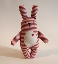 25 +> * Bunny Willi * is a real lucky charm. He does not just have his heart on the right . - Baby toys by age - Handmade Sewing Toys, Baby Sewing, Sewing Crafts, Sewing Projects, Fabric Animals, Sock Animals, Softies, Sewing For Kids, Diy For Kids
