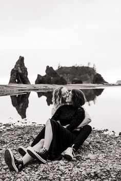 Sea stacks, driftwood and tidepools to explore, dreamy pink sunsets, and mild temps year-round — you can't go wrong choosing Ruby Beach for your engagement photos. In this blog post, I'm sharing everything you need to know to plan your own Ruby Beach Engagement. From where to stay or camp, what to pack, to when to visit, this blog will have you ready to book your epic surprise proposal at Ruby Beach on the Olympic Coast. Beach Engagement Photos, Engagement Shoots, National Park Pass, National Parks, Hawaii Adventures, Beach Elopement, Surprise Proposal, Tide Pools, Pink Sunset