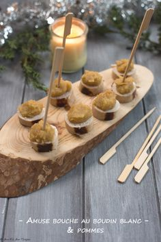 Amuses bouche boudin blanc et pommes Le Boudin, Cocktails, Place Card Holders, Cooking Recipes, Christmas Open House Menu, Family Meals, Craft Cocktails, Cocktail, Drinks