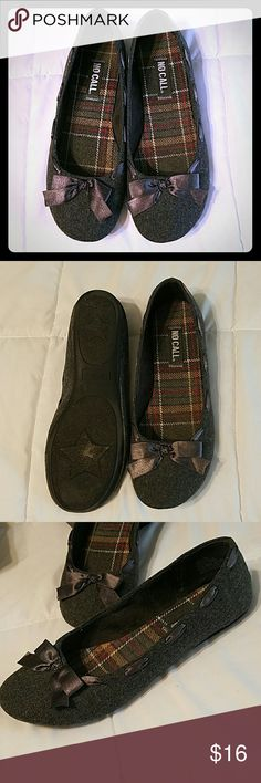 No Call charcoal flats Super cute flats with charcoal gray felt and adorable bow with ribbon detail all the way around. Slightly pre-lived but still in EUC. Size 9, but will easily fit 8-9. Perfect with jeans or for the office!! ??? no call Shoes Flats & Loafers