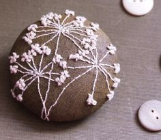 oh my this embroidered brooch is just beautiful.