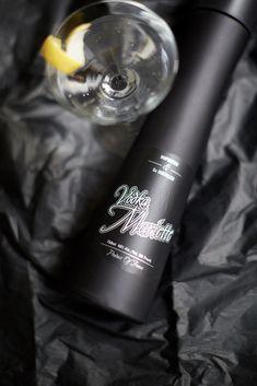 The classic Martini, also a low calorie classic vodka cocktail recipe! Vodka Recipes, Cocktail Recipes, Low Calorie Vodka, Classic Vodka Cocktails, Pineapple Juice, Red Bull, Martini, Crisp, Warm