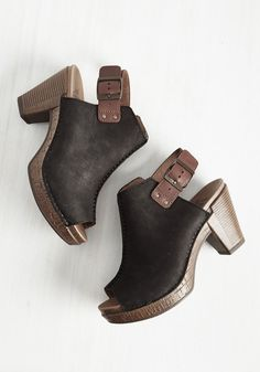 Settle down? Not with your fast-paced lifestyle. Settling down with these black leather Dansko clogs? Now that's another thing! Revved up with bold center seams, dark brown slingback straps, and faux-wooden soles, these peep toes are the edgy accompaniment for which you've been looking.