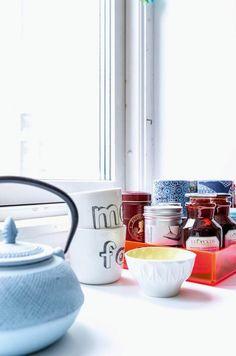 Kom indenfor i dronning Margrethes private gemakker på Fredensborg Slot Kitchen Appliances, Dining, Tableware, Tekstiler, Full House, Amazing, Vintage Art, Diy Kitchen Appliances, Home Appliances