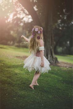 Flower girl inspiration / Tara Tomlinson Photography / Flower Crowns by Sweet Little Sparrow