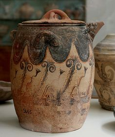 Large lidded pot from Mochlos. Minoan Art Pottery