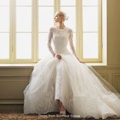 Short wedding dresses have become a popular choice for brides who want something a little different.  Short wedding dress designs were first inspired by favorite fashion eras – tea length dresses, full 50s style skirts, and 60s shift dresses.  Nowadays, for brides who like something more contemporary, short dresses are also designed to be chic …