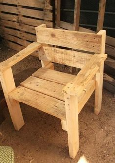 Wood Pallet Pallet Chair - 30 DIY Pallet Ideas for Your Home - Page 2 of 3 - Easy Pallet Ideas - we have collected these special 30 DIY pallet ideas that will explore all the latest trends and techniques to you about DIY pallet furniture building, so you Pallet Home Decor, Wooden Pallet Projects, Pallet House, Wooden Pallet Furniture, Pallet Crafts, Wooden Pallets, Pallet Wood, Outdoor Pallet, Pallet Patio