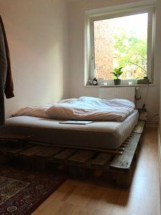 Einfaches DIY-Bett aus Europlatten. #Einrichtung #DIY #selbstgemacht #Bett