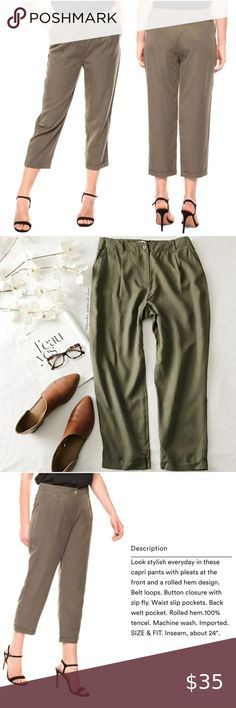 I just added this listing on Poshmark: NWT Green Pleated Front Cropped Pants. Cropped Pants, Khaki Pants, Plus Fashion, Fashion Tips, Fashion Trends, Shades Of Green, Professional Photographer, Pant Jumpsuit, Pants For Women