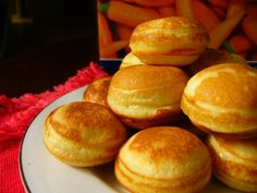Although in its native country, Poffertjes are often served as a snack for afternoon tea or coffee, this snack can also be served as your breakfast. Poffertjes Recipe Easy, Halal Recipes, Cooking Recipes, Resep Cake, Breakfast Crepes, Ramadan Recipes, Egg Tart, Dutch Recipes, Asian Desserts