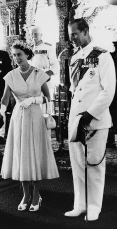 April Queen Elizabeth and Prince Philip being welcomed by a Kandyan Chief during their Royal Tour in Kandy. Die Queen, Hm The Queen, Her Majesty The Queen, Queen Mary, Elizabeth Philip, Princess Elizabeth, Princess Margaret, Queen Elizabeth Ii, Prinz Philip