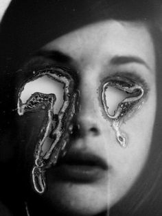 Image uploaded by Athena. Find images and videos about photography, black and white and eyes on We Heart It - the app to get lost in what you love. A Level Photography, Experimental Photography, Portrait Photography, Distortion Photography, Illusion Photography, Lucas Simoes, Collages, Buch Design, Mirrors