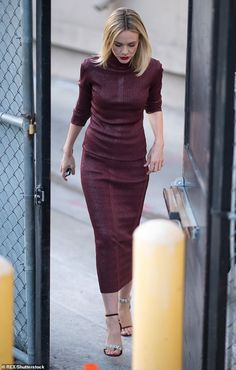 Hollywood glamour: Carey Mulligan was every inch the A-lister as she made a glamorous appearance at the Jimmy Kimmel Live show in Los Angeles on Wednesday Star Fancy Dress, Street Chic, Street Style, Hollywood Glamour, Hollywood Actresses, Carey Mulligan, Spring Summer Trends, Star Fashion, Elegant Dresses