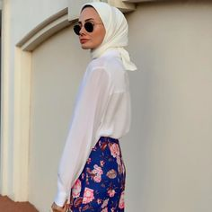1,540 vind-ik-leuks, 28 reacties - Ş U L E (@fromsule) op Instagram: 'Bana bu yıl sevdirdiğiniz iki şey var: 1.Elbise 2.Eşarp Teşekkür ederim💜 Medine ipeği eşarbım:…' Stylish Hijab, Turtle Neck, Sweaters, Instagram, Fashion, Moda, Fashion Styles, Sweater, Fashion Illustrations