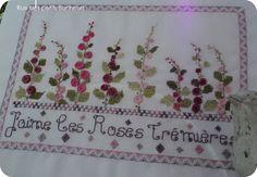 # Roses trémières brodées