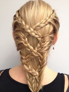 Medieval inspired lace braids! Perhaps not the easiest look to recreate but…