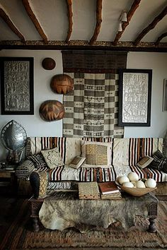 Alan Donovan's house in Kenya - Amazing neutral space full of ethnic goodies - Wabi Sabi as its best!