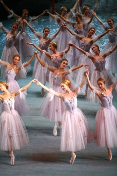 "galina-ulanova: """"The Nutcracker (Bolshoi Ballet) "" "" Ballet Decor, Ballet Art, Ballet Dancers, Bolshoi Ballet, Shall We Dance, Just Dance, Ballet Costumes, Dance Costumes, Ballet Performances"