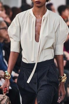 See all the Details photos from Chloé Spring/Summer 2020 Ready-To-Wear now on British Vogue Fashion Mode, Fashion 2020, Daily Fashion, Fashion Show, Fashion Looks, Fashion Outfits, Womens Fashion, Fashion Trends, Chloe Fashion