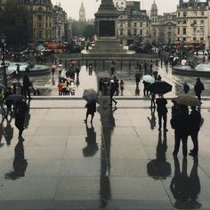 Reflections on a rainy day in London's Trafalgar Square #BurberryWeather 12°C | 53°F