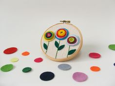 Embroidery hoop wall art - Flowers all around.
