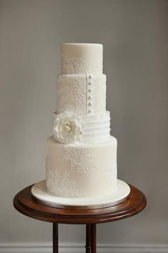 White wedding cake with royal icing by Zoe Clark | Craftsy Blog