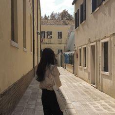 *・゚゚・ ⁎ ・゚゚・* Travel the world with me! Cream Aesthetic, Brown Aesthetic, Aesthetic Photo, Aesthetic Girl, Aesthetic Pictures, Korean Girl, Asian Girl, Korean Ulzzang, Uzzlang Girl