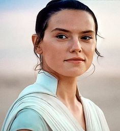 Rey - The Rise of Skywalker Anikan And Padme, Meninas Star Wars, Daisy Ridley Star Wars, Rey Cosplay, Images Star Wars, Han And Leia, Star Wars Facts, Rey Star Wars, Star Wars Wallpaper