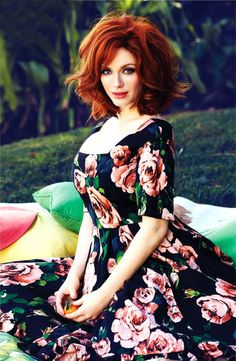 ihavesoftearlobes:  christina hendricks + dolce  gabbana are a match made in heaven.