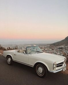 As popular as a brand new Mercedes-Benz is this exquisite car brand is just as famous for its vintage classic cars. The Effective Pictures We Offer You About Classic Cars design A Maserati, Bugatti, Ferrari, Mercedes Classic Cars, Mercedes Auto, New Mercedes, Porsche Auto, Mercedes Maybach, Carros Retro