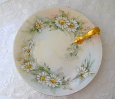 Vintage Daisy Dessert Serving Plate Exclusively for Longchamps Restaurant, New York City Made By Tre Upscale Restaurants, Tiny White Flowers, Dining Ware, China Plates, China Painting, Serving Plates, Tea Mugs, China Porcelain, Vintage Kitchen