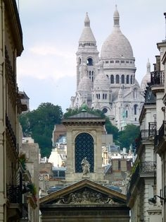 Le Sacré Coeur seen from Rue Lafitte this afternoon. This is one of the most striking and least known perspectives in Paris, a city of wonderful perspectives.