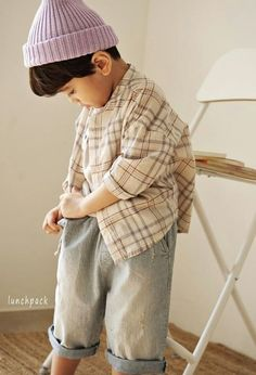 One of our popular brands, Lunchpack has just released its first drop of the summer collection. From a mono-tone of gender neutral clothing to a simple but cute girls dress, I am sure that you will find at least one piece of item you like! Little Boy Fashion, Baby Boy Fashion, Kids Fashion, Cute Girl Dresses, Asian Kids, Shooting Photo, Korea Fashion, Buying Wholesale, Comfortable Outfits