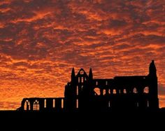 Whitby Abbey at night, Bram stoker was inspired to write Dracula whilst visitng Whitby, not hard to see why! Beautiful Sky, Beautiful Places, Whitby England, Whitby Abbey, Seaside Towns, North Yorkshire, Beautiful Buildings, Great View, Vacation Spots
