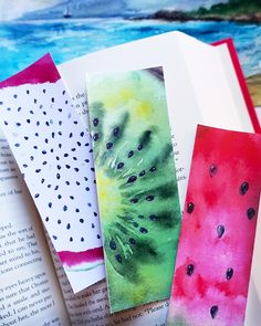 I'm super excited to share with you these FREE printable bookmarks! Summertime is when I do most of my entertaining reading. Watercolor Quote, Kids Watercolor, Watercolor Bookmarks, Watercolor Paintings, Creative Bookmarks, Bookmarks Kids, Homemade Bookmarks, Bookmark Craft, Iphone Wallpaper Fall