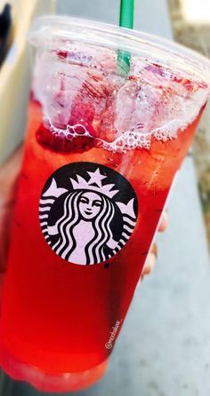 Refresher with Lemonade starbucks Starbucks Sweets! in 2019 Starbucks , Strawberry Acai Refresher, revie. Copo Starbucks, Bebidas Do Starbucks, Starbucks Secret Menu Drinks, Acai Refresher Recipe, Starbucks Strawberry Acai Refresher, Drink Pink, Starbucks Refreshers, Chocolate Caliente, Think Food